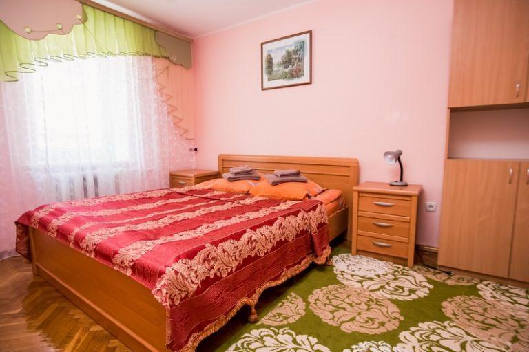 Двухкомнатный номер «Семейный» (двухспальная кровать + дополнительные места)